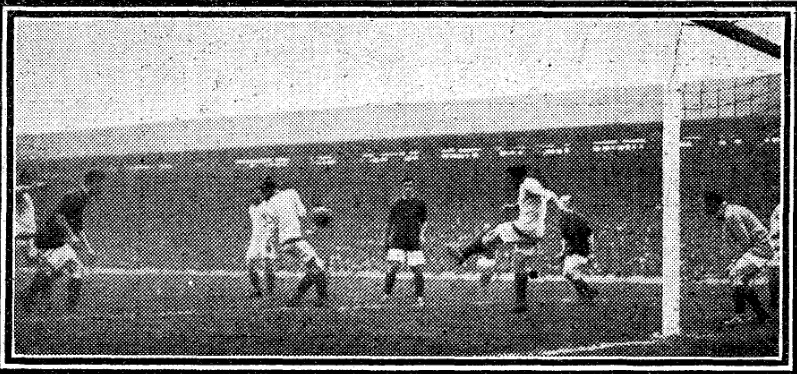 1922 Liverpool v Arsenal image from Daily Mirror 28 August