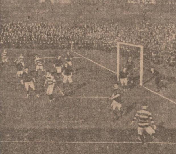 1908-scotland-v-wales-lennie-returning-corner